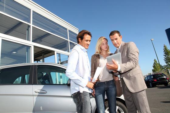 新車の値引き交渉のコツ…カギはディーラーの店長にあり