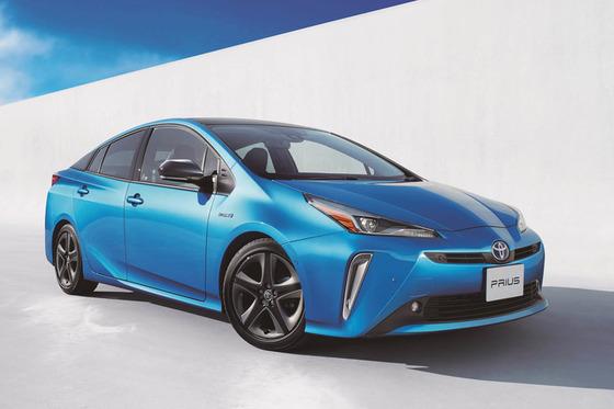 新デザインの「トヨタ・プリウス」発売!…TSS全車標準装備で安全性が向上するも燃費は下がる…
