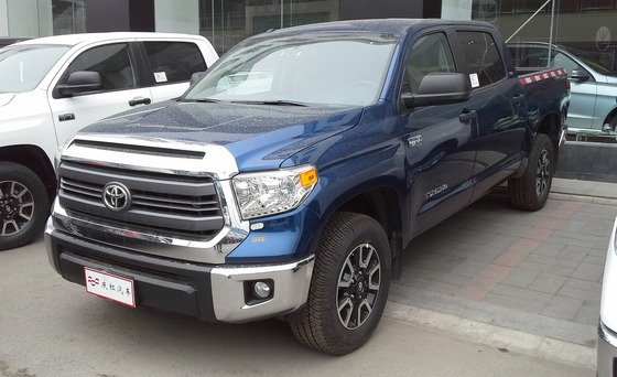 Toyota_Tundra_III_CrewMax_2_China_2014-04-24