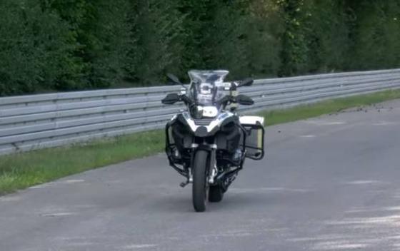 自動運転バイク