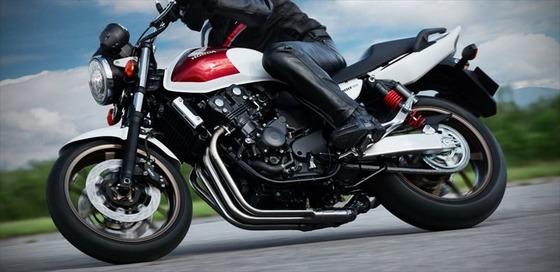 400ccのバイク乗ってるやつってコンプレックス半端ないよな