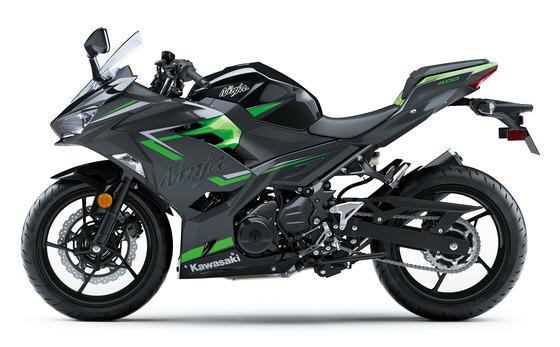 超大型リッターSSメガスポーツバイクにパーカーとスニーカーで乗ってるけど質問ある?