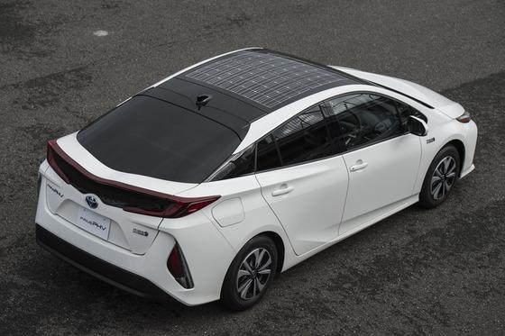 屋根にソーラーパネル載せてる車って何でないの?