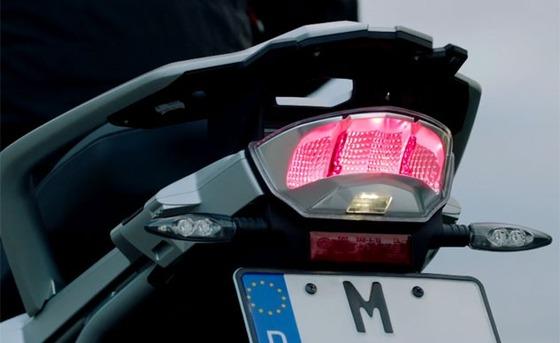 070315-bmw-dynamic-brake-light-f-633x388
