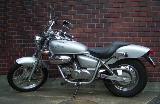 1024px-Honda_MAGNA50_2007-01