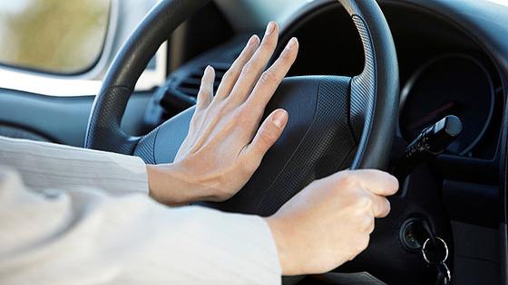 ワイ将、自動車教習中にクラクションを鳴らされる