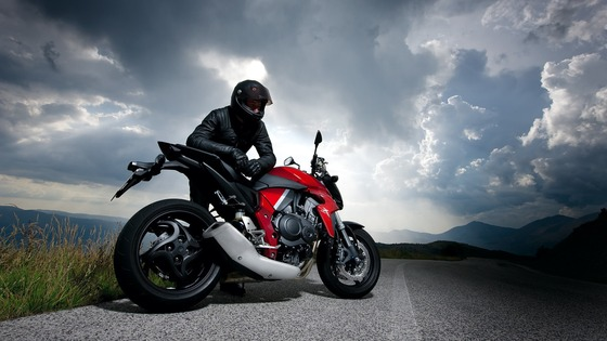 motorcycle_racer_road_sky_clouds_74424_3840x2160