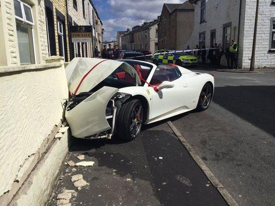 car-crash-ferrari
