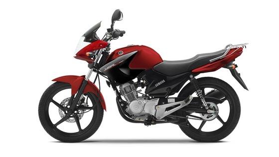 2014-Yamaha-YBR125-EU-Red-Spirit-Studio-006