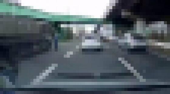 【動画】自衛隊にも容赦しない警察wwwwww