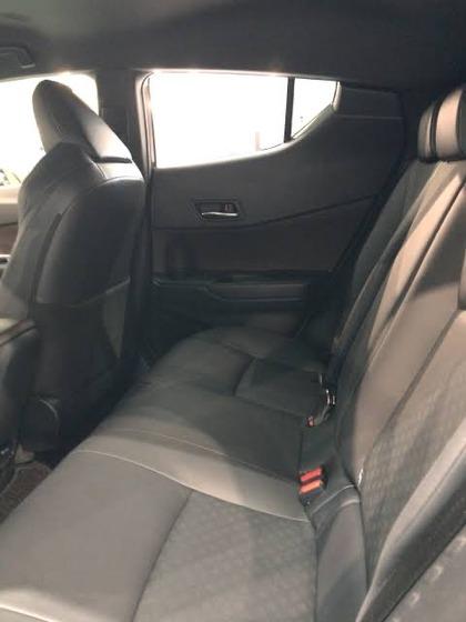 【画像】この車の後部座席ヤバいだろwwwwwwww