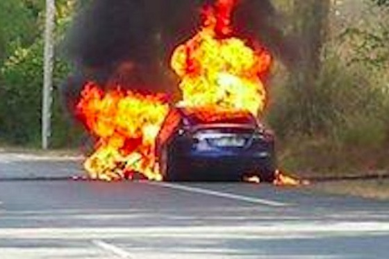 Tesla+Model+S+catches+fire+in+France+during+test+drive