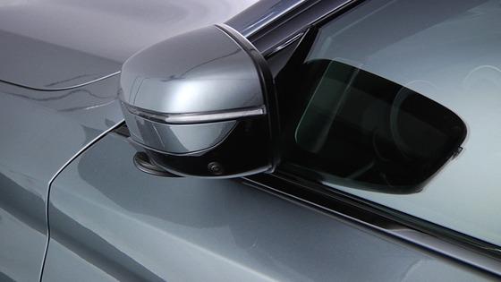 日本車「ミラーを自動で畳める機能つけたぞ!!」アメ車メーカー「????何の意味が????」