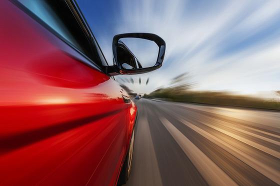 時速0kmから時速40kmの加速力だけを特化した車とか売れば日本でも売れるんやないか?
