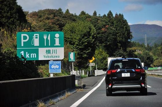 底辺家族「SA寄ろうね!」→本線上で減速→時速60kmで駐車場に進入→ぼく「うわぁ…」