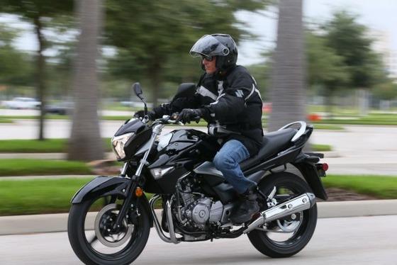 2014-Suzuki-GW250-BJN46414-583x389