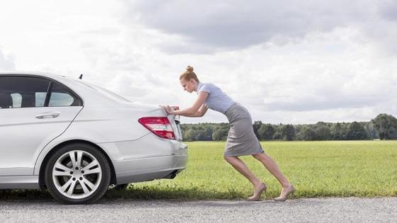 woman-pushing-car-136399413243103901-150724125049