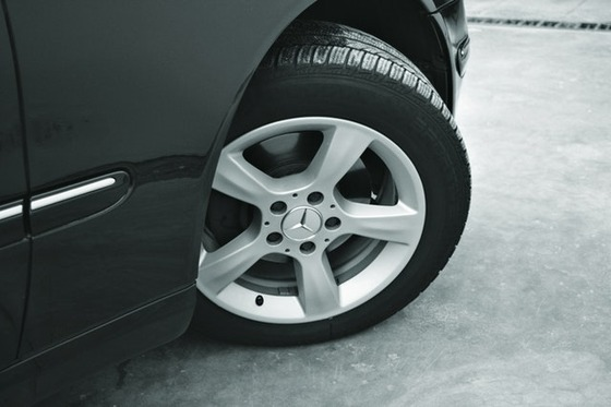 automobile-closeup-wheel-turning
