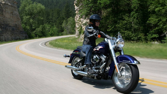 girl-riding-motorcycle_s