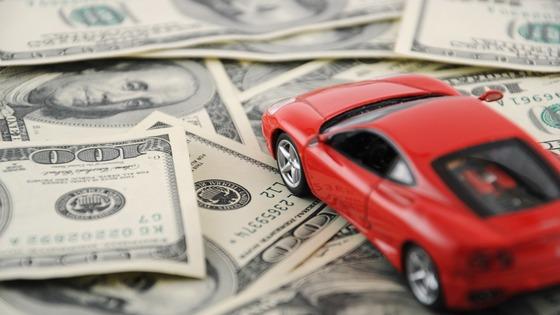 Finance-Wallpapers-Model-car-on-money-99890464