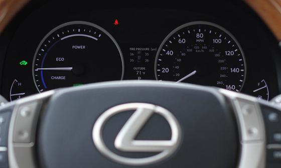 Lexus-ES300H-4-thumb-900x539-41044