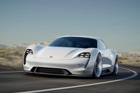ポルシェ初のEV「ミッションE」 日本で2020年発売 1回のフル充電で500キロ以上走行 時速100キロに3.5秒未満で到達