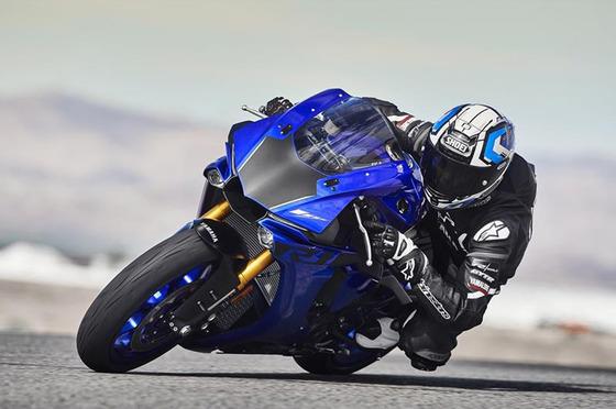 バイクってさCBR1000RRとCBR1100XX、GSX-R1000とGSX1300R、ZX-10RとZZR1400それぞれどっちが偉いの?