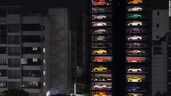 singapore-luxury-car-vending-machine