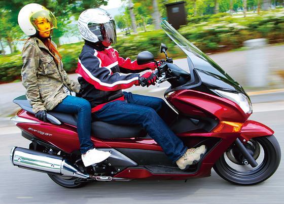バイクでSSは後ろに女が乗ってないけどビクスクには女乗ってるのはなんで??????