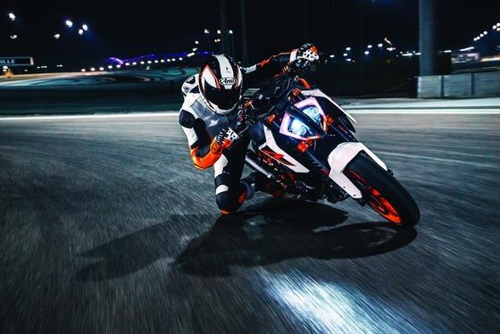 200万までのリッターバイクで2気筒のドコドコ感が味わえて300km/h出せるバイク欲しい