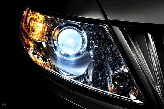 Lincoln_xenon_headlamp