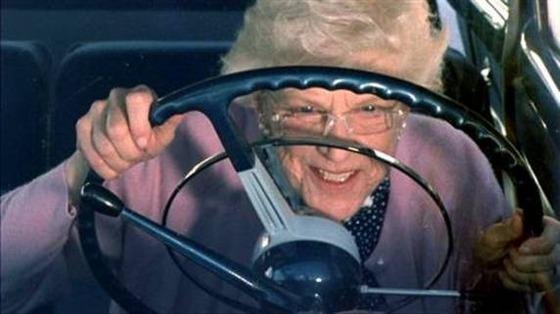 old-woman-driving-thumb-572xauto-203780
