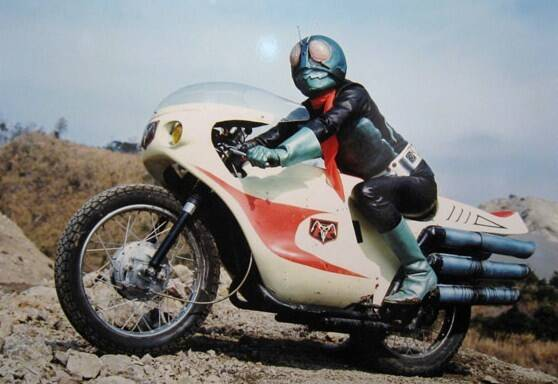 近所のオバちゃん「そのバイクカッコいいねぇ仮面ライダーみたいだねぇ」