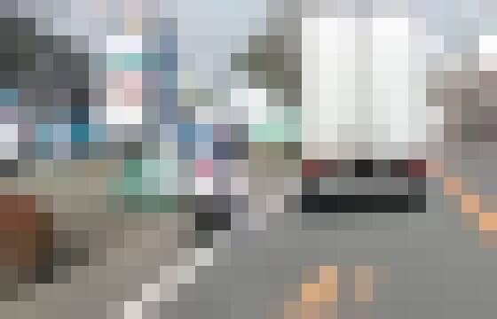 【悲報】白バイ乗りさん、とんでもない運転をしてトラックに巻き込まれてしまうwwwwwwww
