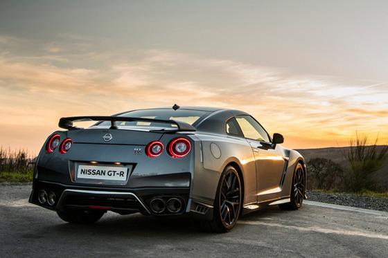 【悲報】日本車でスポーツカーと呼べる車種がほとんど無い件