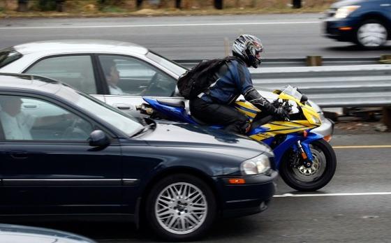 Motorcycle-Lane-Splitting-626x389