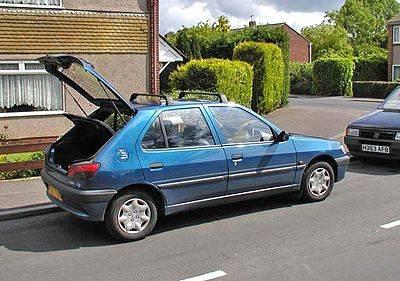 400px-Peugeot_306-Hatch.750pix