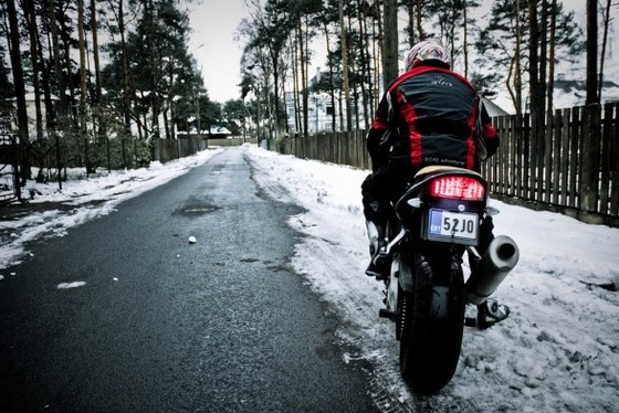 motorcycle-snow-storage-588x393