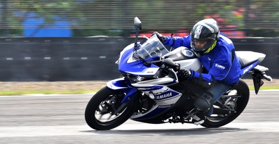 Test-Ride-Yamaha-YZF-R25-1-800x414