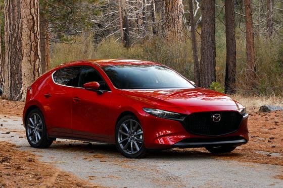 デザインが国産メーカーダントツと言われているのに何故マツダの車は売れないのか?