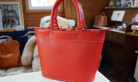 革のハンドバッグ