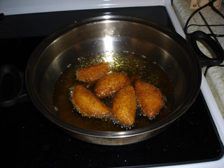 パンを揚げています