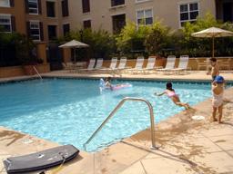 プールで遊んだよ。