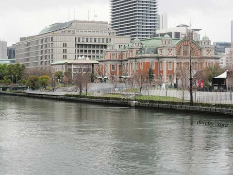 川べりの公会堂