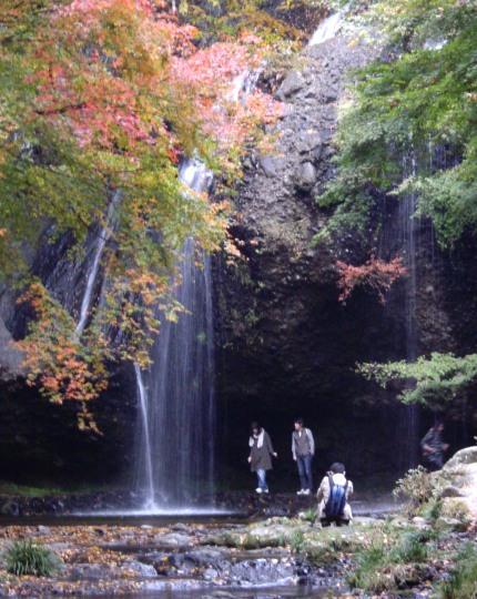 11-10月待の滝2