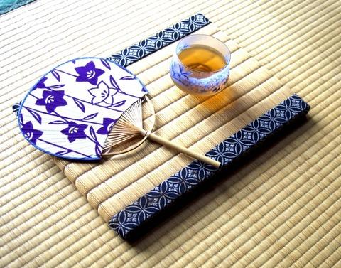 団扇と麦茶
