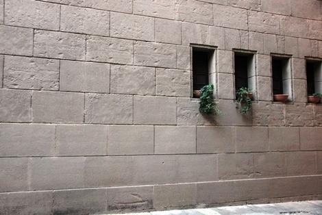 南欧住宅の窓辺 (3)