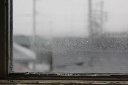 窓のガラス内結露(1)