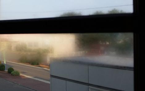 夏に家の窓結露