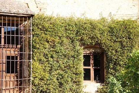南欧住宅の窓辺 (2)